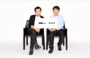 バンク社長光本勇介氏(左)と、DMM.com社長片桐孝憲氏(右)